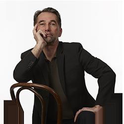 Glenn Lidstone in chair photo